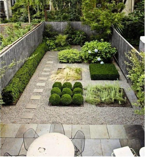 bluestone-backyard-foras-studio-brooklyn-1-Gardenista-700x760
