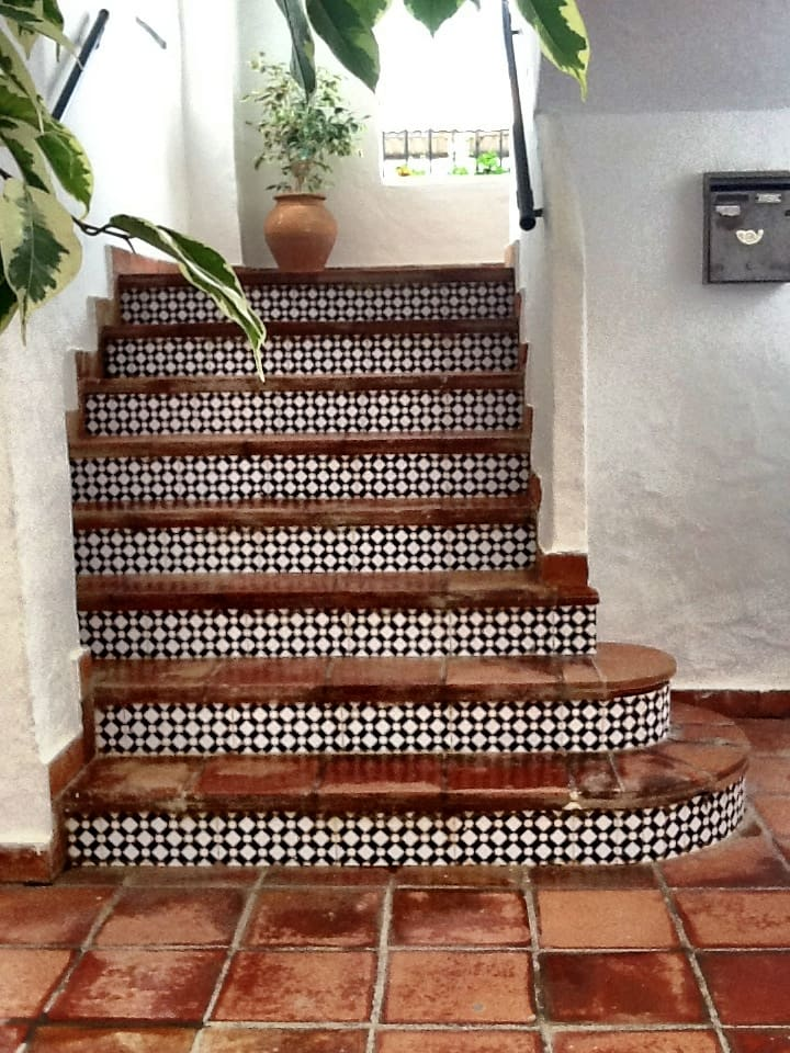 beautiful-staircase-tiling