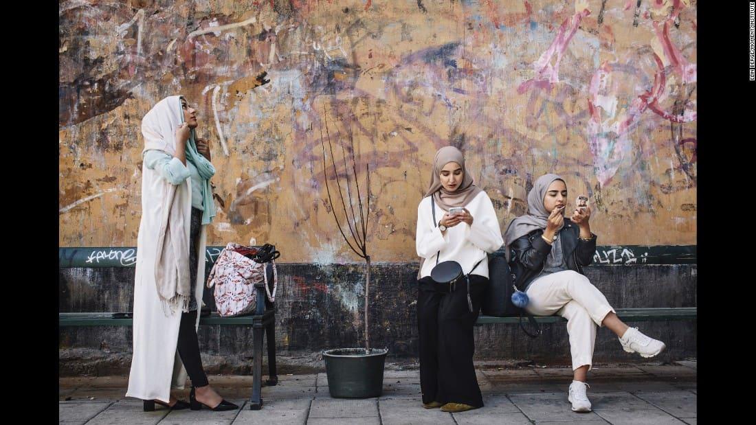 160905171901-08-cnnphotos-hijabistas-restricted-super-169